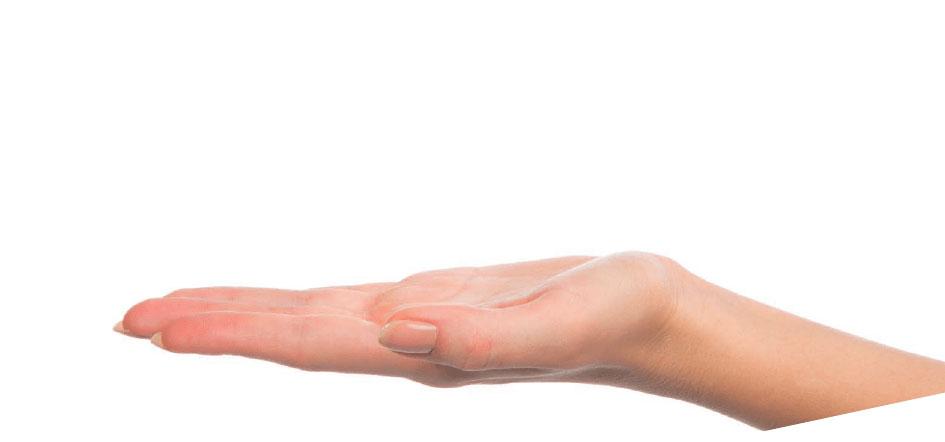 Mano sujetando f22 aligner ortodoncia invisible
